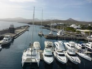 Der Hafen von Calero im Süden Lanzarotes heißt uns mit deutlich milderen Klima als in Südspanien willkommen.