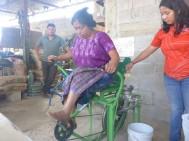 Maya Pedal. Eine Maschine, die den Mais zerkleinert.
