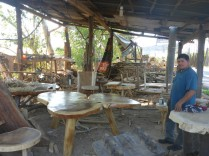 Jose hatte immer den Traum grosse Holztische zu fertigen, seit 4Jahren lebt er ihn.