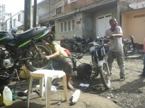 In der Motorradwerkstatt von Beltran gibt es jeden Tag viel zu tun.