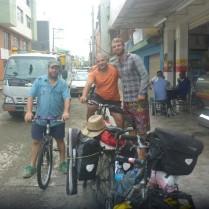 Nelson und Beltran empfangen mich (mit viel Zufall) in Apartado.