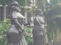 In Medellin findet man die unproportionalen Statuen von Botero.