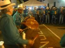 Popayan tanzt und singt.
